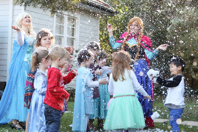 Snowy Party with Anna and Elsa